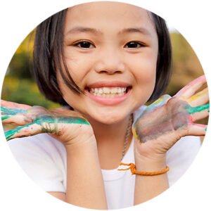 What are the benefits of early orthodontic evaluation?